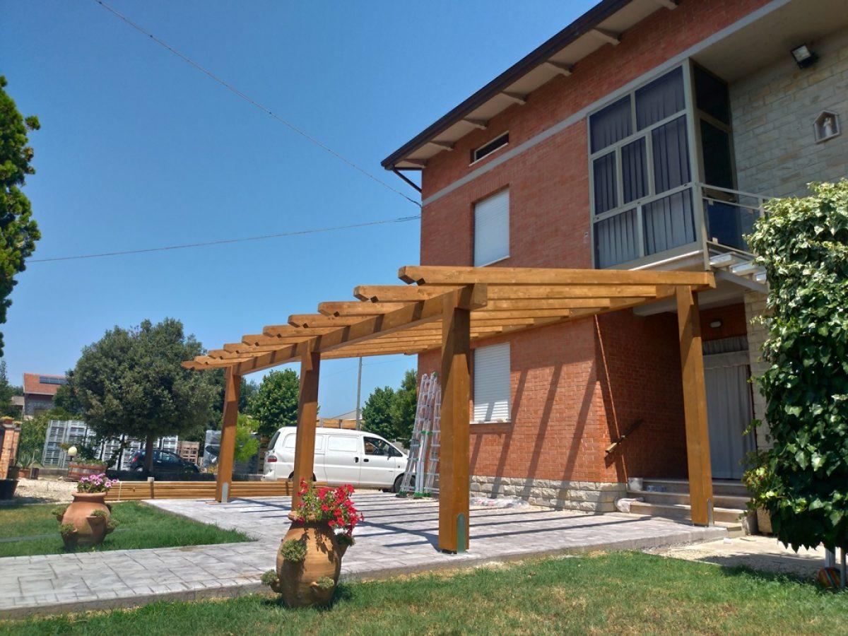 Pergola-addossata-portico-in-legno-1