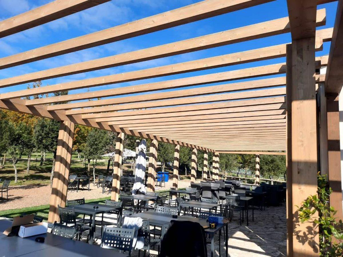 Portico-pergola-moderno-in-legno-Biotec-1-1